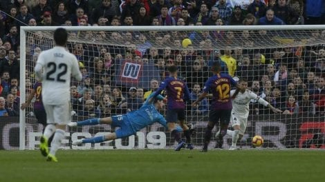 Reflections on Ter Stegen and Courtois actions on the classic match